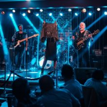 Celebra vestă de piele a lui Nicu Covaci adaugat in colectia Hard Rock Cafe cu ocazia a 12 ani de activitate