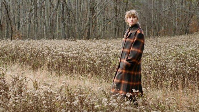 """Albumul """"Evermore"""", lansat de catreTaylor Swift la finalul anului 2020, revine pe prima pozitie a topului Billboard 200"""