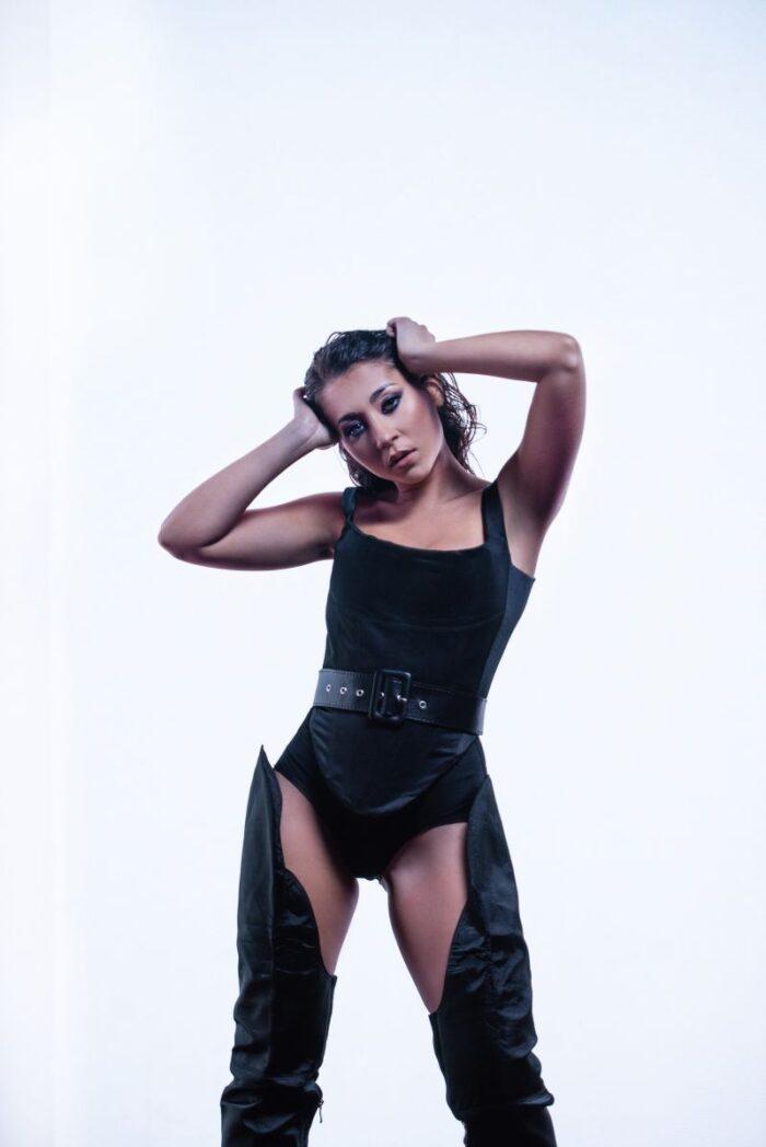"Nicole Cherry bifeaza o noua colaborare internationala – ""No Te Sale"", feat. Jenn Morel"