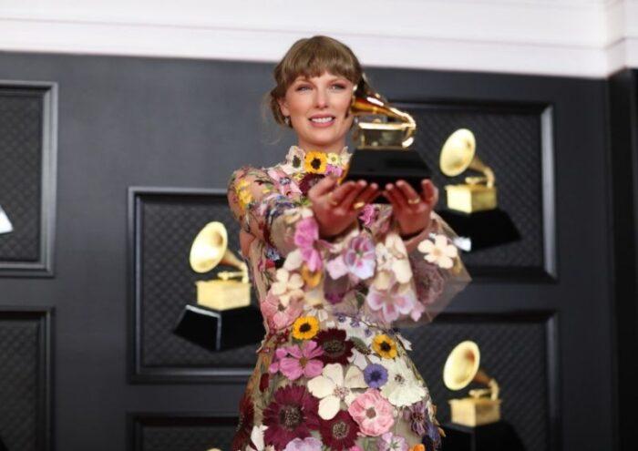 Cea de-a 63-a editie a premiilor Grammy si-a anuntat castigatorii. Taylor Swift si Billie Eilish au primit cele mai important trofee!