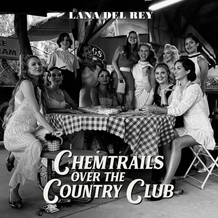 """Lana Del Rey lanseaza albumul """"Chemtrails Over The Country Club"""""""
