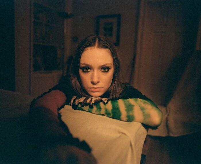"Holly Humberstone lanseazăsingle-ul ""Haunted House"""